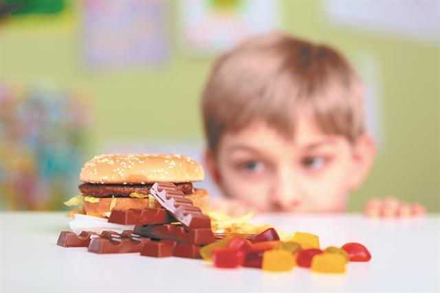 Ο σύγχρονος τρόπος ζωής «γεννά» υπέρβαρα παιδιά | tovima.gr