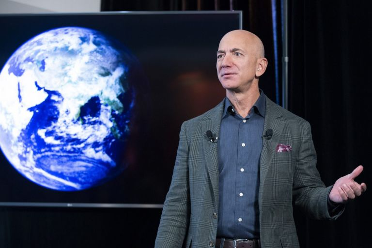 Blue Origin: Μια 82χρονη επέλεξε ο Τζεφ Μπέζος ως συνταξιδιώτισσα στο Διάστημα | tovima.gr