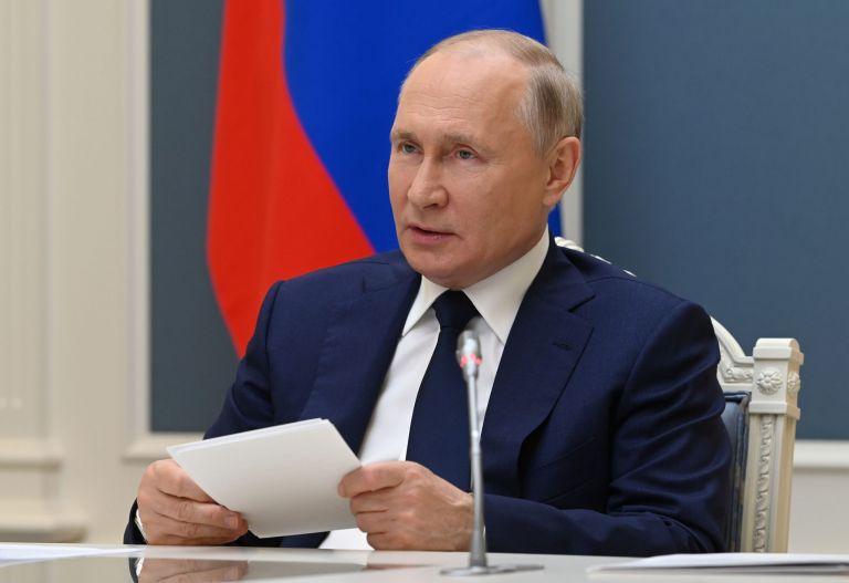 Ρωσία: Ο Πούτιν υπέγραψε νόμο για τη μείωση των εκπομπών αερίου | tovima.gr