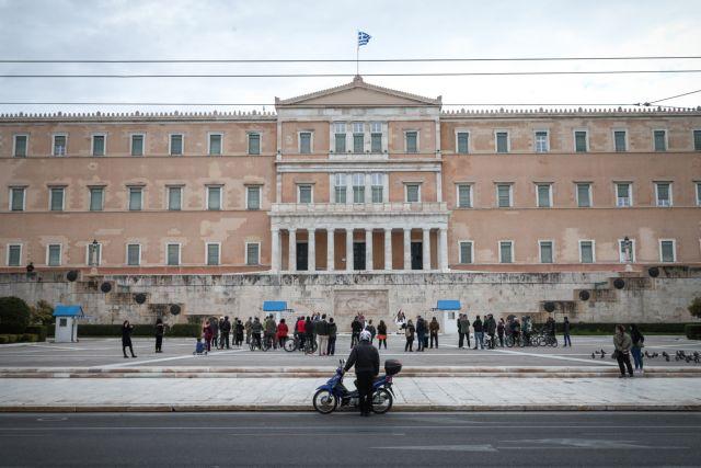 «Ξορκίζει» το σενάριο για lockdown η κυβέρνηση – Ηχηρά μηνύματα | tovima.gr