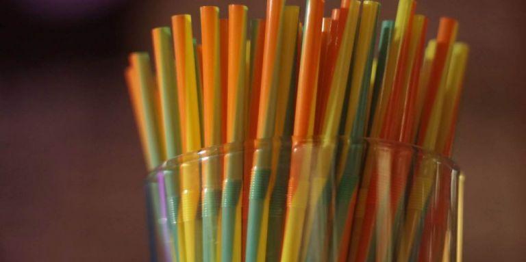 «Τέλος» για 10 είδη πλαστικών μίας χρήσης   tovima.gr