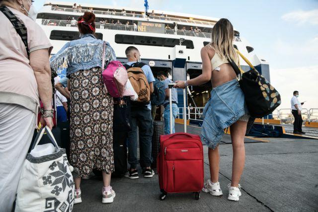 Αδιαχώρητο στον Πειραιά – Γιατί πρέπει να είστε στο λιμάνι μία ώρα πριν την αναχώρηση | tovima.gr