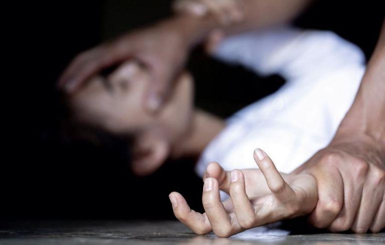 Ποινική δίωξη στον 57χρονο που εξέδιδε την 17χρονη Αμάντα | tovima.gr
