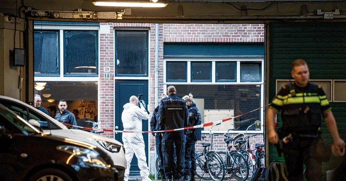 Ολλανδία: Μάχη για τη ζωή του δίνει ο δημοσιογράφος που δέχτηκε δολοφονική επίθεση | tovima.gr