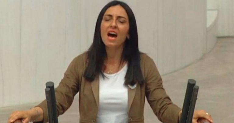 Τουρκία: Βουλευτίνα τραγούδησε κατά του Ερντογάν μέσα στη Βουλή   tovima.gr
