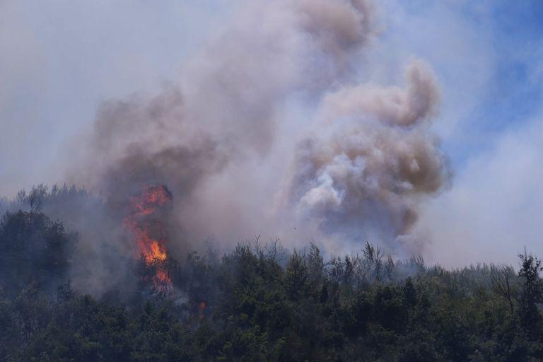 Oλονύκτια επιφυλακή για τις φωτιές σε Εύβοια και Βαρνάβα – Υψηλός κίνδυνος πυρκαγιάς την Κυριακή | tovima.gr