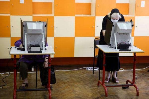 Βουλγαρία: Στις κάλπες ξανά… – Τι λένε οι δημοσκοπήσεις   tovima.gr