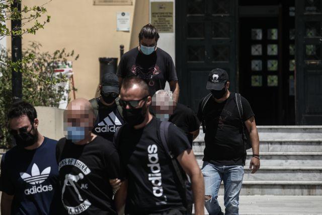 Ηλιούπολη: «Ο αστυνομικός της έδινε ναρκωτικά» – Τι καταγγέλλει η δικηγόρος της 19χρονης | tovima.gr