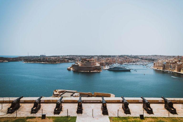ΕΕ ζητά εξηγήσεις από Μάλτα για το μπλόκο σε ανεμβολίαστους   tovima.gr