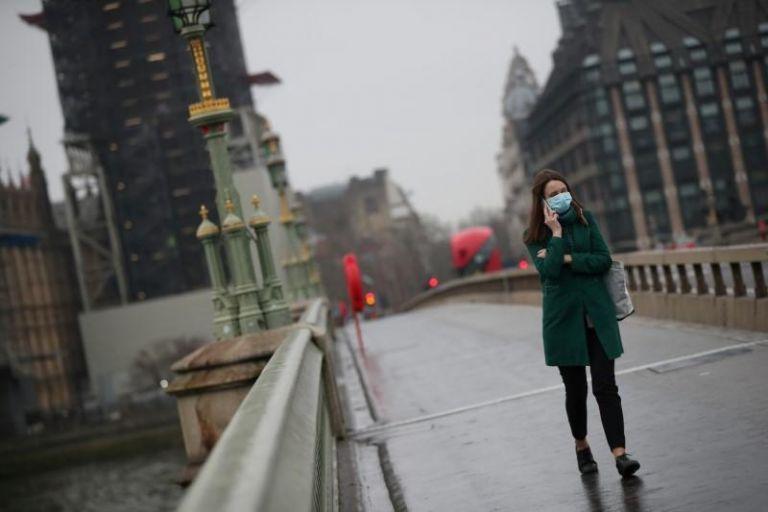 Βρετανία: Προβλέψεις για 100.000 κρούσματα τη μέρα- Παραμένει η μάσκα   tovima.gr
