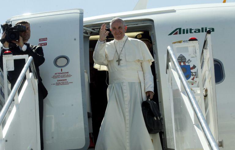 Επίσημη πρόσκληση Σακελλαροπούλου στον Πάπα Φραγκίσκο να επισκεφθεί την Αθήνα | tovima.gr