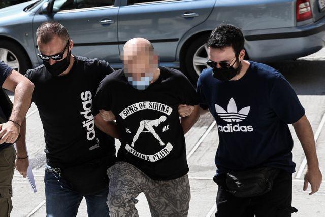 Ηλιούπολη: Αρνείται τις κατηγορίες ο αστυνομικός – «Μόνη της εκδιδόταν» | tovima.gr