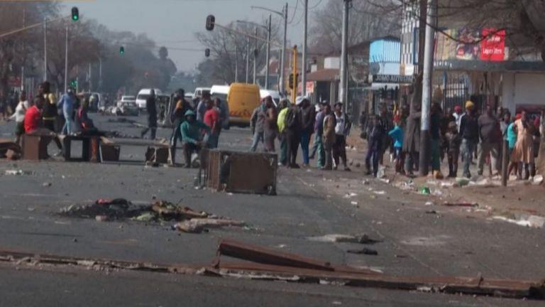 Νότιος Αφρική: Δεκάδες νεκροί από το «κύμα» βίας και τις λεηλασίες | tovima.gr