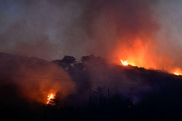 Σάμος: Ολονύχτια μάχη με τις φλόγες – Σε επαγρύπνηση οι κάτοικοι τριών χωριών | tovima.gr