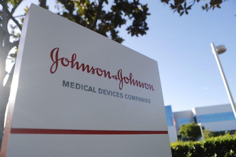 ΗΠΑ: Η Johnson & Johnson ανακαλεί αντηλιακά – Εντοπίστηκε καρκινογόνο χημικό   tovima.gr