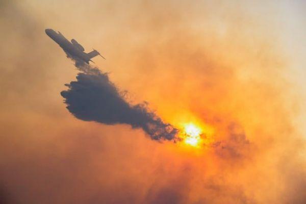 Φωτιά στη Σάμο: Συνεχίζεται η μάχη με τις φλόγες – Εκκένωση ξενοδοχείων- Στο νησί ο αρχηγός της πυροσβεστικής | tovima.gr