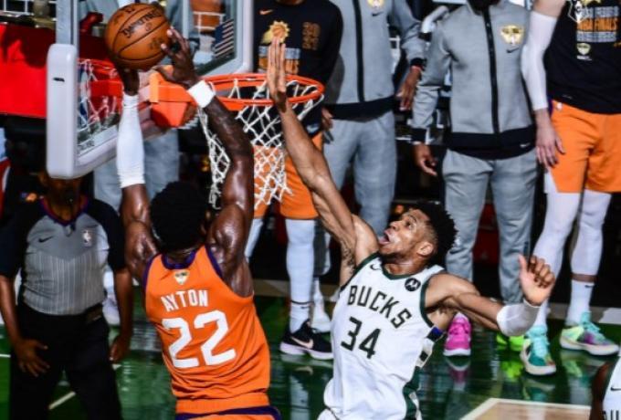 NBA: «Τρέλα» σε όλον τον κόσμο με το μπλοκ του Γιάννη | tovima.gr
