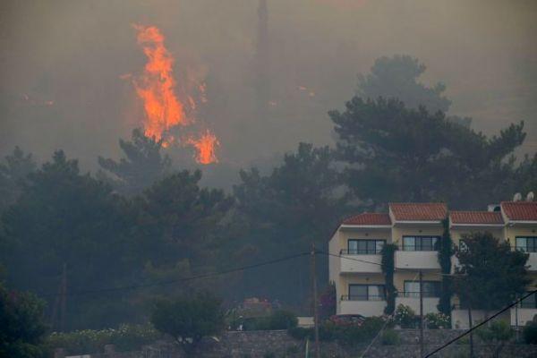 Φωτιά στη Σάμο: Ενεργοποιήθηκε η υπηρεσία Copernicus της ΕΕ | tovima.gr