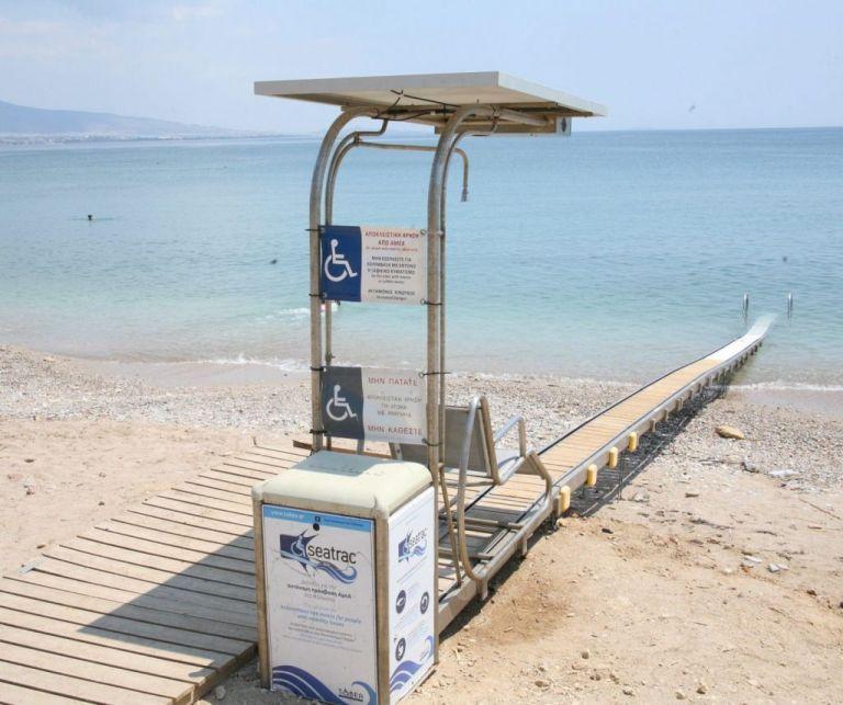 Δήμος Πειραιά: Σύστημα πρόσβασης στην παραλία Βοτσαλάκια για άτομα με αναπηρία | tovima.gr