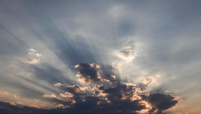 Kαιρός: Συννεφιά και ζέστη σήμερα – Πού θα βρέξει | tovima.gr