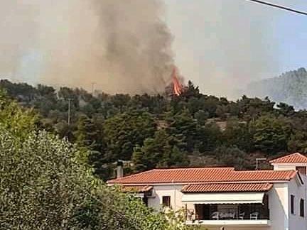 Μεγάλη φωτιά στην Εύβοια, απειλούνται σπίτια – Πυρκαγιά και στην Επίδαυρο   tovima.gr
