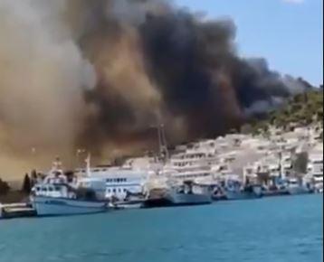 Μεγάλη φωτιά στη Σαλαμίνα κοντά σε κατοικημένη περιοχή – Επιχειρούν ισχυρές δυνάμεις της πυροσβεστικής   tovima.gr