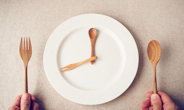 Διαλείπουσα νηστεία: Η απώλεια βάρους και η προστασία έναντι σοβαρών ασθενειών | tovima.gr