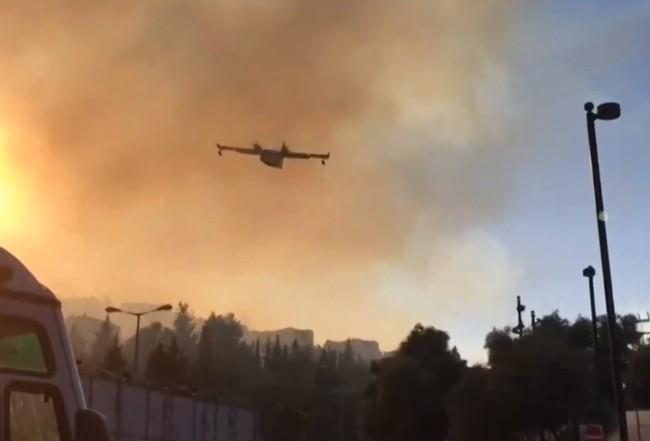Το MEGA στη βάση των ιπτάμενων ηρώων με τα Canadair – Τι λένε οι ιπτάμενοι πυροσβέστες | tovima.gr
