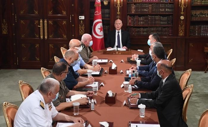 Τυνησία: Στρατιωτικά οχήματα περικύκλωσαν το Κοινοβούλιο   tovima.gr
