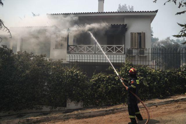 Εικόνες και βίντεο από τα σπίτια και τα αυτοκίνητα που κάηκαν στη Σταμάτα | tovima.gr