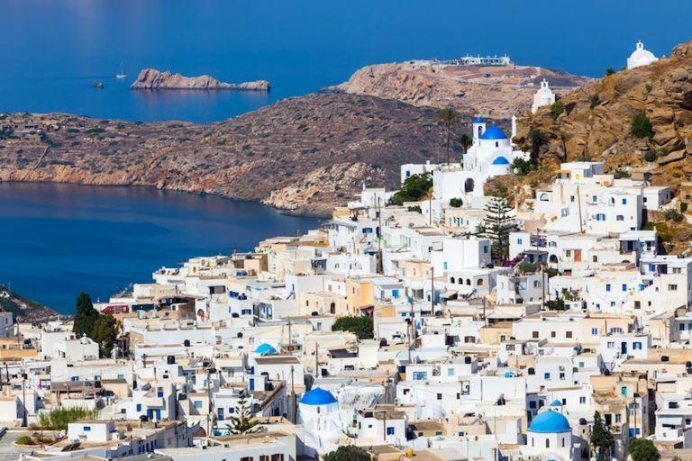 Χρυσοχοΐδης: Ορατός ο κίνδυνος να «κλείσει» η Ίος | tovima.gr