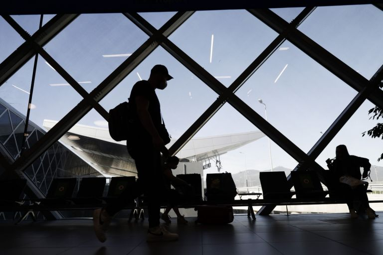 Aγγλία: Εξαιρούνται από την καραντίνα οι ταξιδιώτες που έχουν εμβολιαστεί σε ΕΕ και ΗΠΑ | tovima.gr