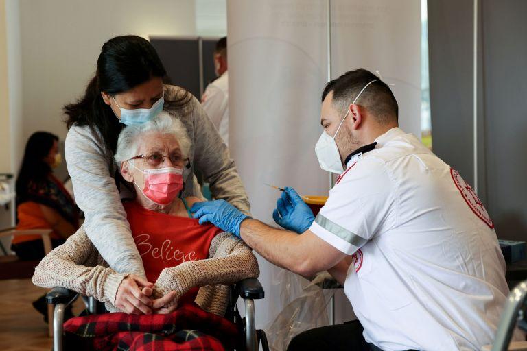 Ισραήλ: Ξεκινά τρίτη δόση εμβολιασμού για πολίτες άνω των 60 ετών | tovima.gr