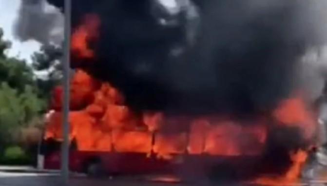 Θεσσαλονίκη: Στις φλόγες λεωφορείο του ΚΤΕΛ | tovima.gr