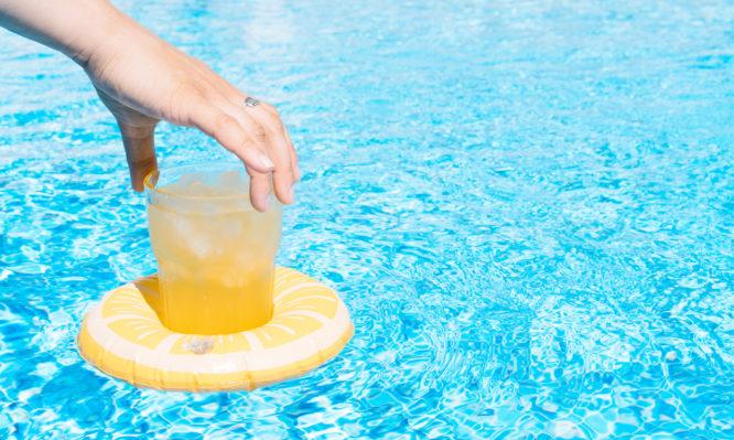 Ο άγνωστος κίνδυνος για το δέρμα όταν στύβετε λεμόνια στον ήλιο   tovima.gr