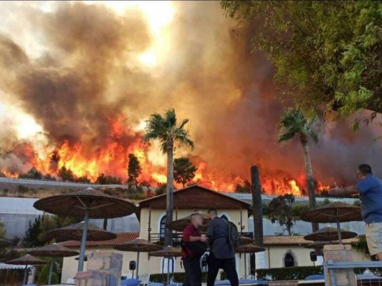 Εκτός ελέγχου η φωτιά στην Αχαΐα – Εκκενώνεται και ο Λόγγος | tovima.gr