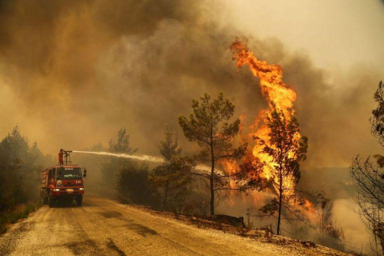 Καύσωνας – Ακραίος κίνδυνος πυρκαγιάς στη Ρόδο – Στο «πορτοκαλί» η μισή Ελλάδα   tovima.gr