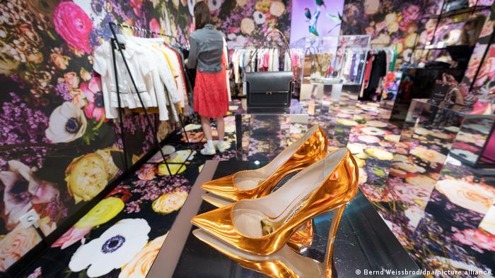 Second hand ρούχα και σε πολυκαταστήματα | tovima.gr
