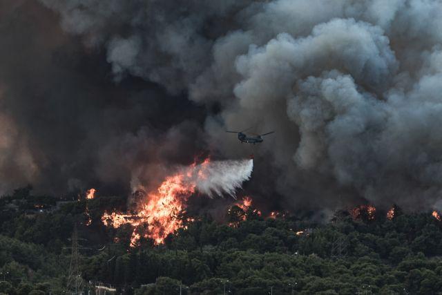 Φωτιά στη Βαρυμπόμπη – Μάχη με τον χρόνο δίνουν οι πυροσβέστες – Απομακρύνθηκαν οι εγκλωβισμένοι | tovima.gr