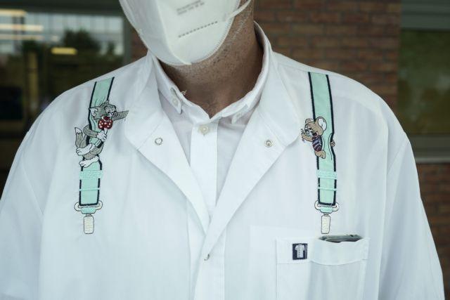Κλινικοί γιατροί που φροντίζουν άρρωστους – Γιατί αυτοί είναι οι πιο ισχυροί αγγελιοφόροι του εμβολιασμού | tovima.gr