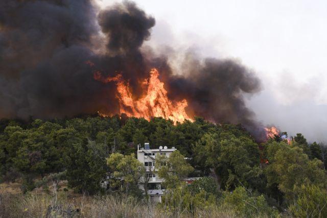 Σε πύρινη «πολιορκία» η χώρα – Μεγάλες φωτιές από Αττική μέχρι Μεσσηνία και Εύβοια – Μάχη με τις αναζωπυρώσεις | tovima.gr