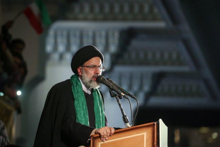 Ιράν – Ορκίστηκε νέος πρόεδρος ο Εμπραχίμ Ραϊσί | tovima.gr