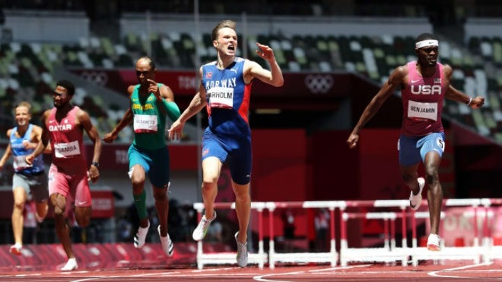 Απίστευτος ο Βάρχολμ, πήρε το χρυσό μετάλλιο ισοπεδώνοντας το παγκόσμιο ρεκόρ με 45.94 | tovima.gr