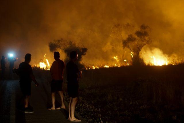 Φωτιές – Δεύτερη νύχτα αγωνίας για την Ελλάδα – «Μάχες» με την πύρινη κόλαση σε Αρχαία Ολυμπία και Εύβοια | tovima.gr