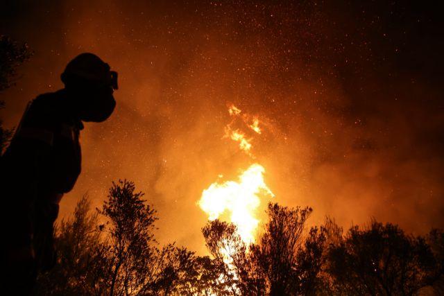 Φωτιές στην Αττική – Συνεχείς αναζωπυρώσεις και ολονύχτια μάχη σε τρία μέτωπα – Στα εναέρια μέσα η ελπίδα   tovima.gr