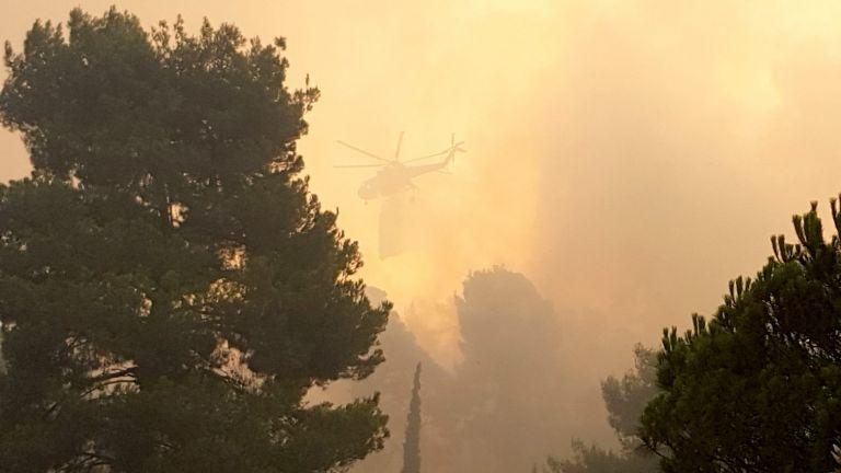 Εύβοια – Σε απόσταση αναπνοής η φωτιά από τη Μονή Οσίου Δαυίδ – Συγκλονίζουν τα λόγια του ηγούμενου | tovima.gr