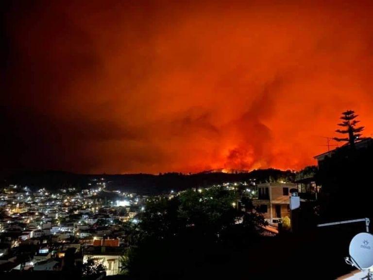 Φωτιά στην Εύβοια – Συνεχίζεται η μάχη με τις φλόγες – Εκκενώθηκαν οικισμοί, κάηκαν σπίτια, κινδύνεψαν ζωές | tovima.gr