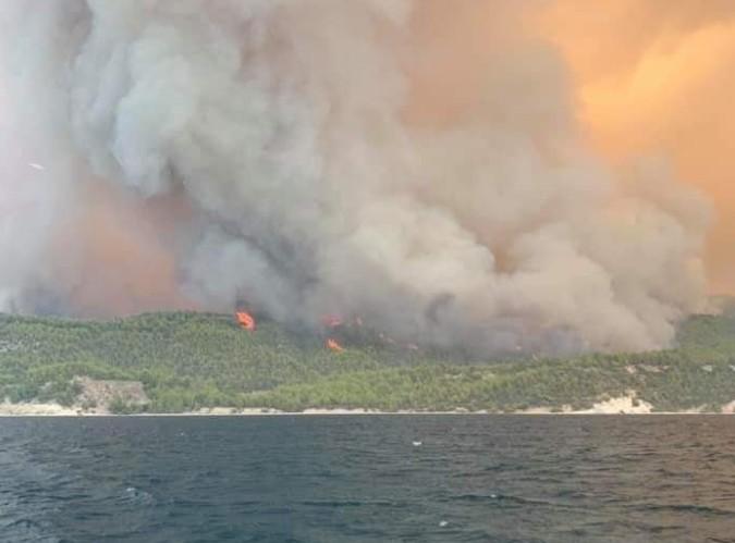 Φωτιά στην Εύβοια – Πληροφορίες για αποκλεισμένους – «Βοηθήστε μας, θα θρηνήσουμε ανθρώπινες ζωές»   tovima.gr