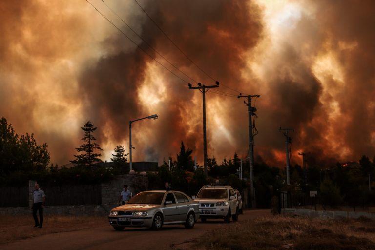Φωτιά στη Δροσοπηγή – Τρεις τραυματίες – Μεταφέρονται σε νοσοκομείο | tovima.gr
