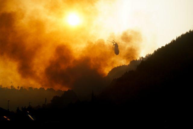 Φωτιά στην Ηλεία – 100 εγκλωβισμένοι στο χωριό Κλάδεος – Εκκενώσεις οικισμών | tovima.gr